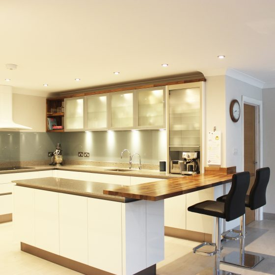 Henley-On-Thames Contemporary Kitchen With Traditional